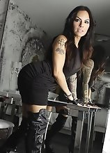 Incredibly hot Foxxy in leather boots